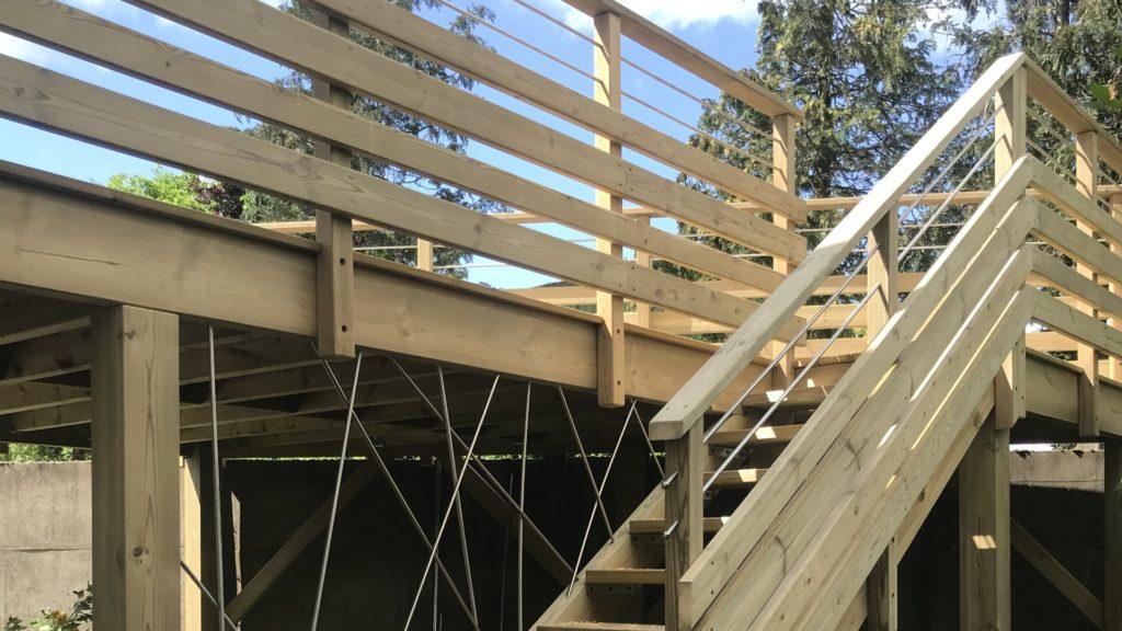 Aménagement extérieur terrasse et escalier en bois