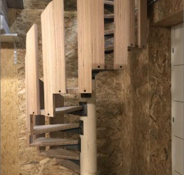 Escalier intérieur colimaçon en bois